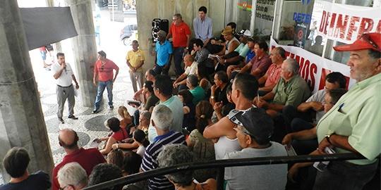 Em assembleia, servidores do DEINFRA votam por estado de greve