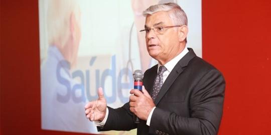 Pinho Moreira dá continuidade a política de Estado mínimo