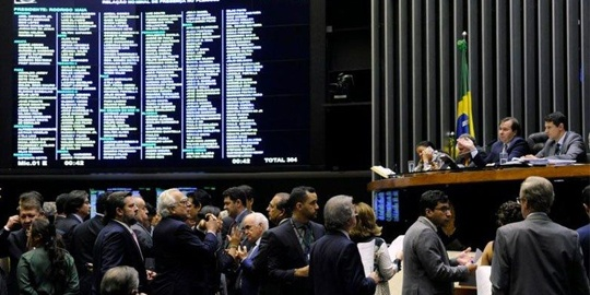 Câmara aprova projeto que tira até 70% do pré-sal da Petrobras