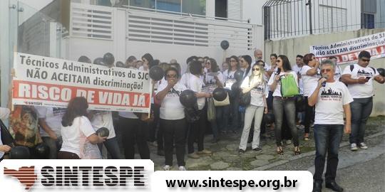 Servidores técnico-administrativos da SJC realizam ato em Florianópolis
