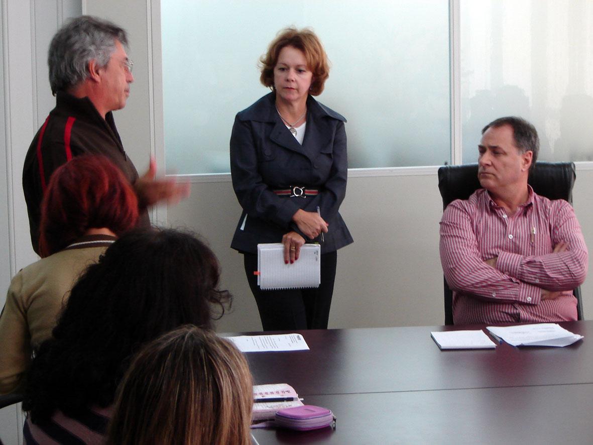 Diretoria realiza reunião com os servidores da Educação para tratar das reivindicações