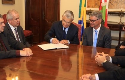 Collaço assume o Governo e sanciona criação de cargos comissionados