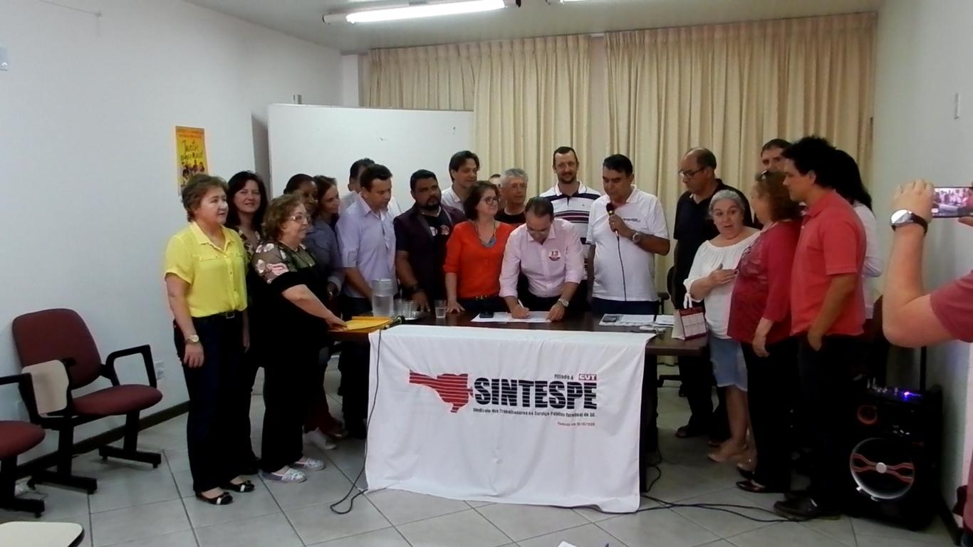 SINTESPE abre diálogo com candidatos e entrega de pauta de reivindicações
