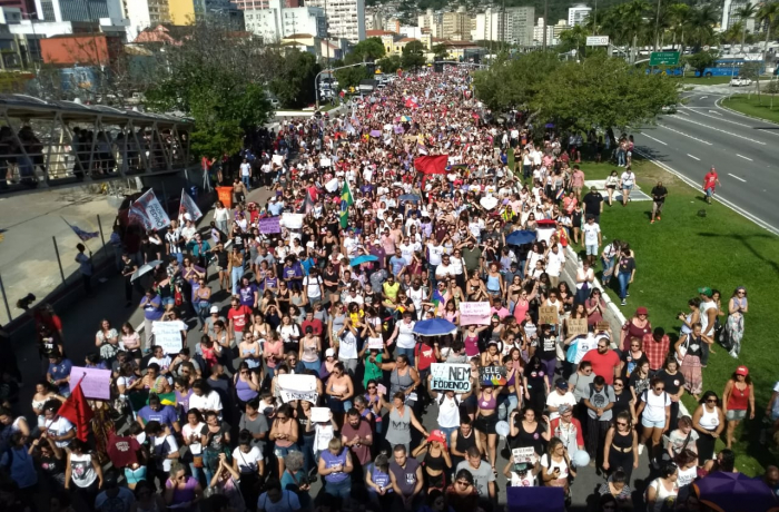 Mulheres realizam ato histórico em todo o país para gritar #EleNão