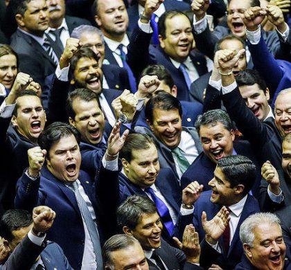 Rodrigo Maia é reeleito para terceiro mandato na Câmara
