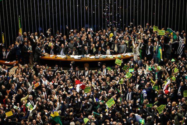 A mamata não acabou: Bolsonaro libera R$ 1 bilhão para deputados em troca de apoio para desmontar Previdência
