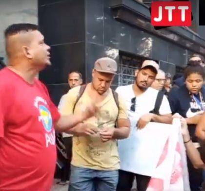 Em Florianópolis, população em situação de rua se manifesta contra os tapumes e política higienista