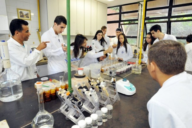 Novo ataque à educação pública: governo Bolsonaro corta mais 2.700 bolsas de pós-graduação