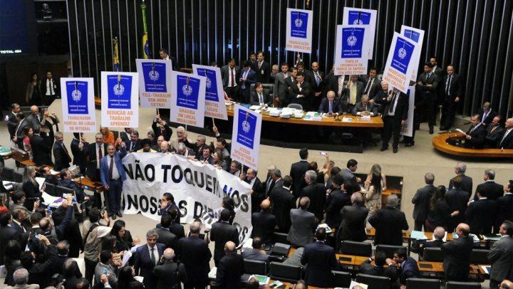 Reforma trabalhista faz Brasil entrar na 'lista suja' da OIT novamente