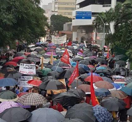 SC foi às ruas novamente para dizer não aos ataques à Educação e à aposentadoria